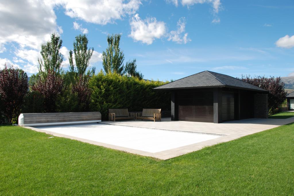 Habitatge Unifamiliar Aïllat de Muntanya. Cerdanya. Edifici annex per la piscina.