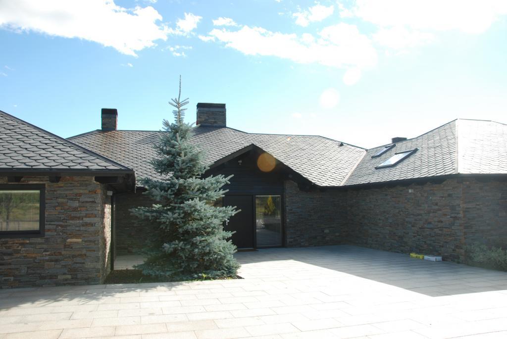 Habitatge Unifamiliar Aïllat de Muntanya. Cerdanya. Entrada principal